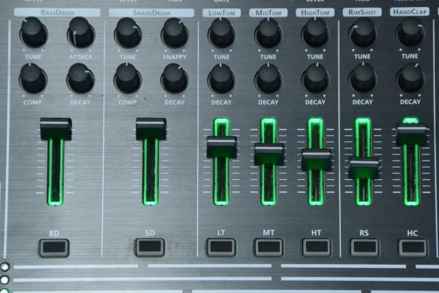 TR-8 knob